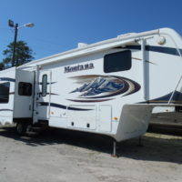 2011 KEYSTONE MONTANA HICKORY - REAR LIVING